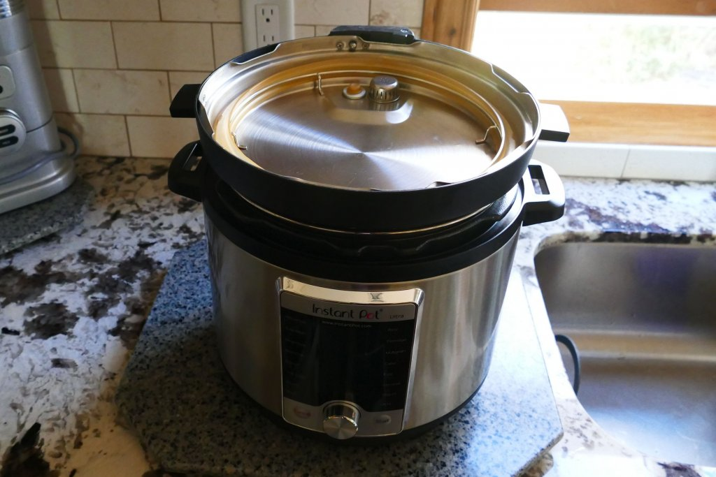 Instant Pot Lid Stored Upside Down - Paint the Kitchen Red